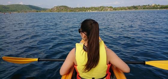 Каяци и моторни лодки в Гърция 2020